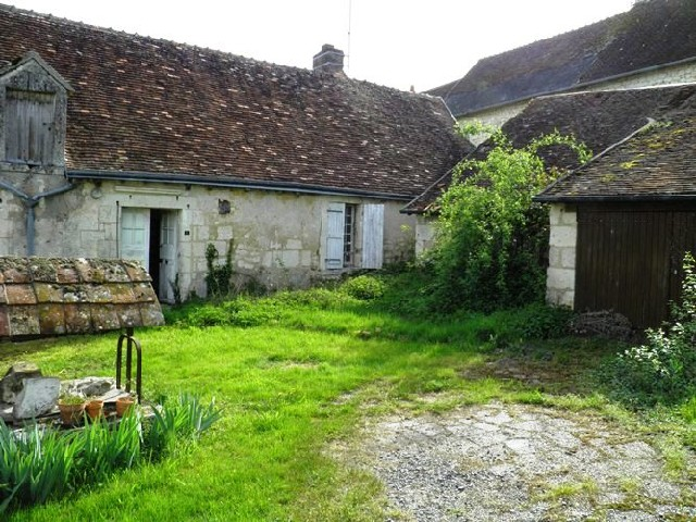 16th century village cottage for sale in the loire valley for Ancienne maison des gardes lourmarin france