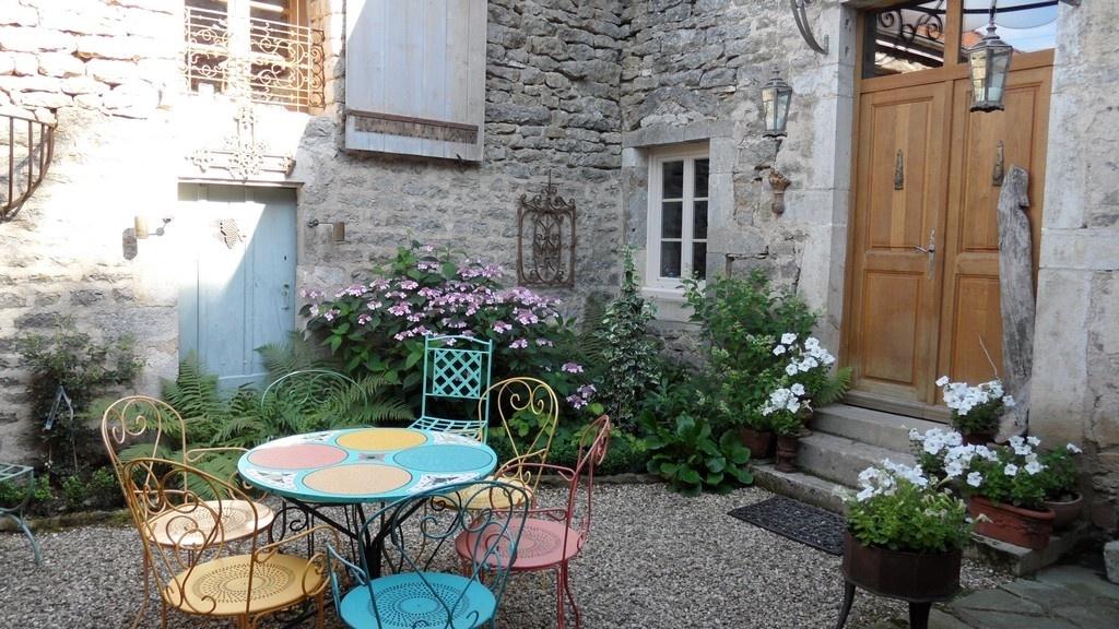 Maison de village vendre en c te d 39 or ancien presbyt re for Couvrir une cour interieure